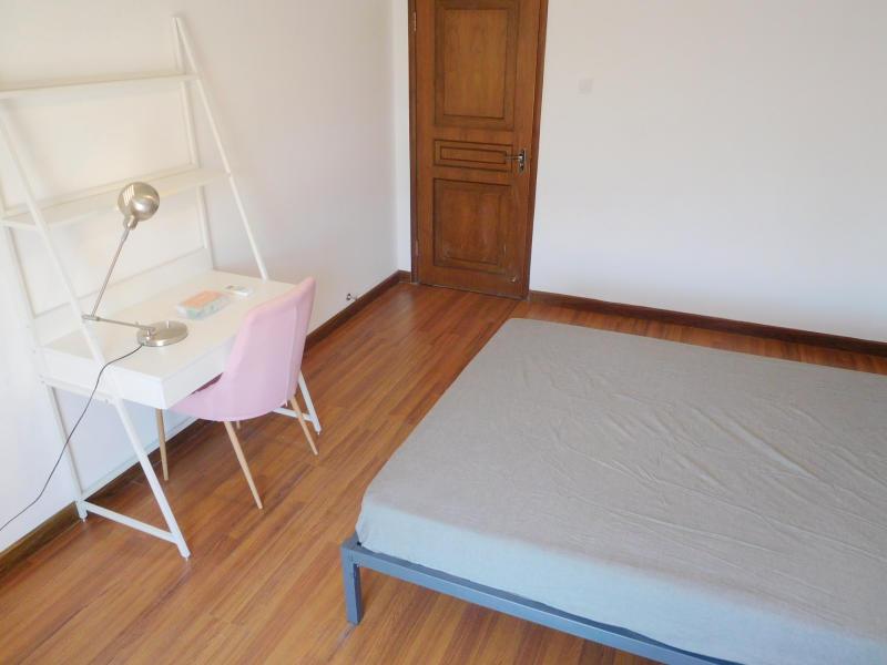 新华大街馨通家园合租房源卧室图